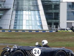 What a great action shot with Mercedes Benz World in the background (photo@paulhitchens)